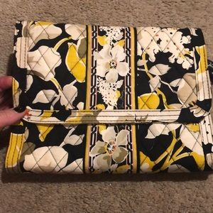 Vera Bradley Dogwood Jewelry Portfolio Travel case